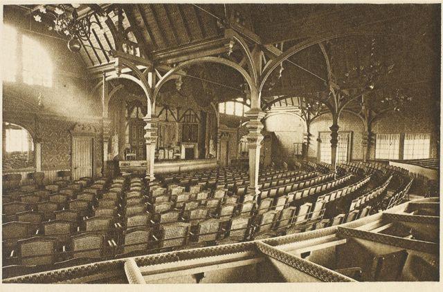 Salle de théâtre de la tour Eiffel en 1900