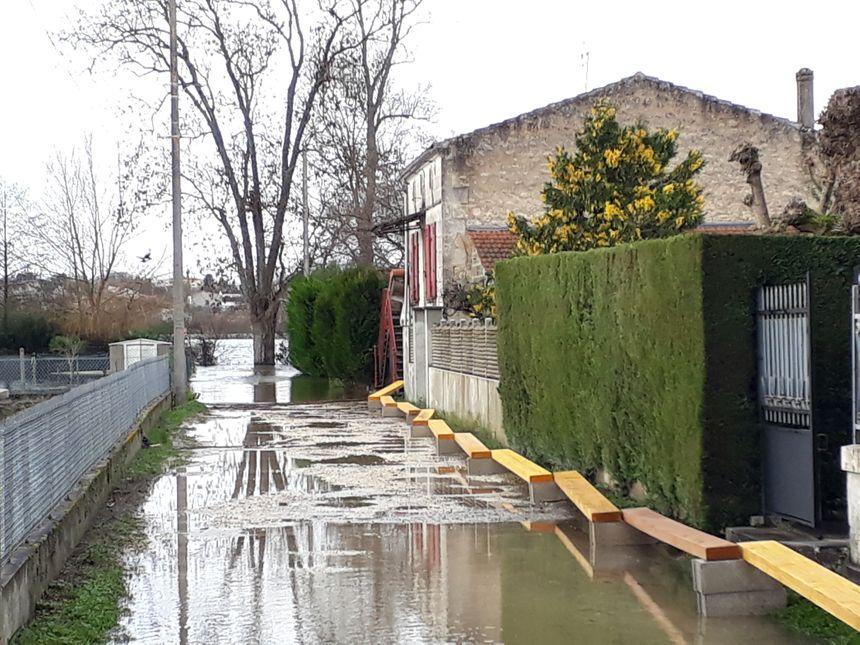 Le fleuve Charente est au bout du jardin rue Taillebourg