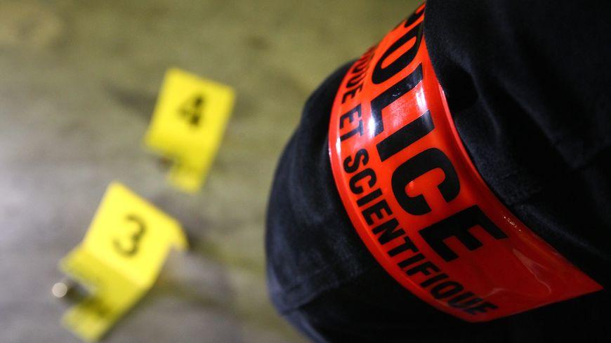 Des analyses sont en cours sur le couteau qui se trouvait à proximité - Image d'illustration