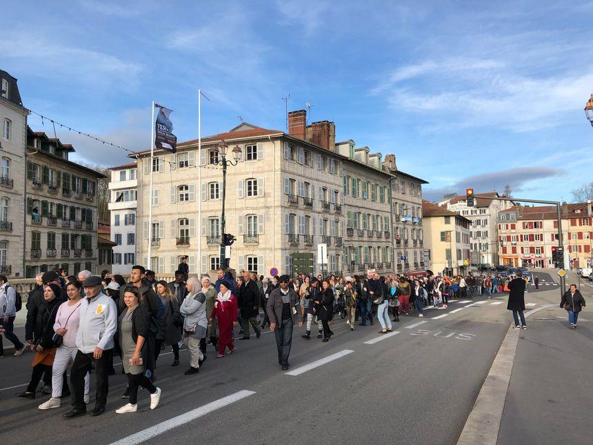 Les manifestants sont partis de la place des Gascons en passant devant la gare de Bayonne direction l'esplanade Rolland Barthes