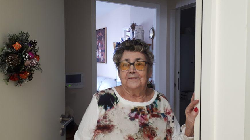 Privée d'ascenseur, Huguette ne peut plus sortir de la résidence senior où elle habite.