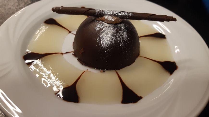 Marquise chocolat et son coulis de poires