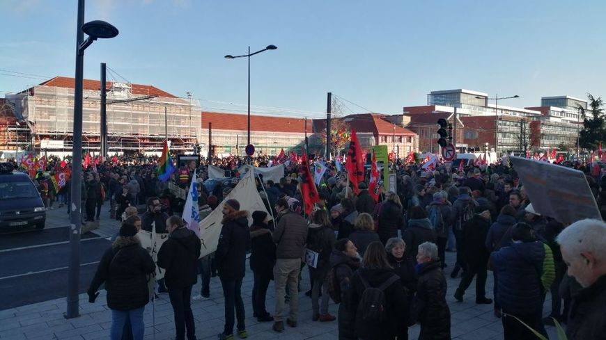 À Saint-Étienne, le rassemblement était fixé devant la gare Châteaucreux.