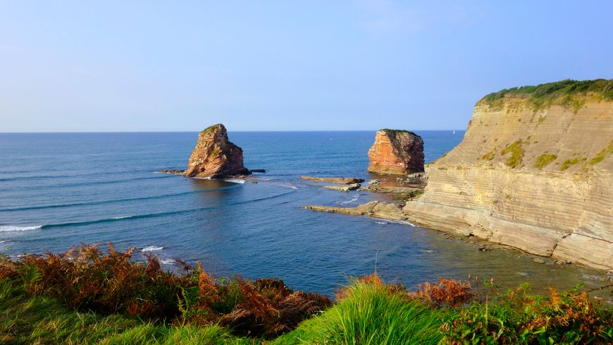Pays basque, Hendaye, Deux-jumeaux au cap Sainte-Anne.