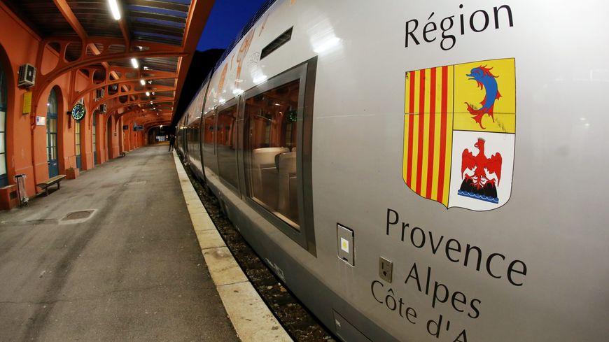 Train TER en gare de Breil-sur-Roya
