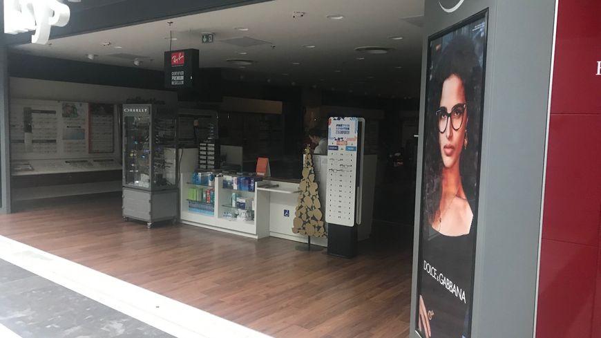 Une boutique dans le noir ce dimanche après-midi