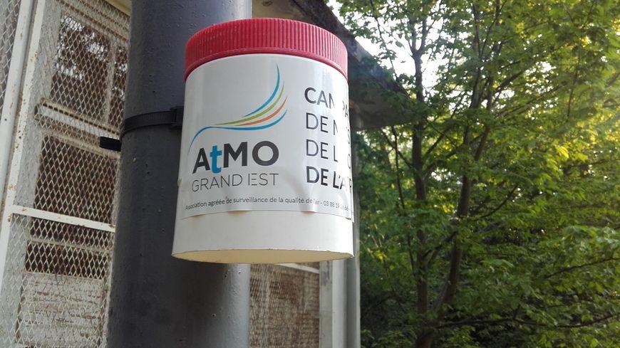 Un système de mesure de l''association Atmo Grand Est installé au Parc Sainte Marie à Nancy.