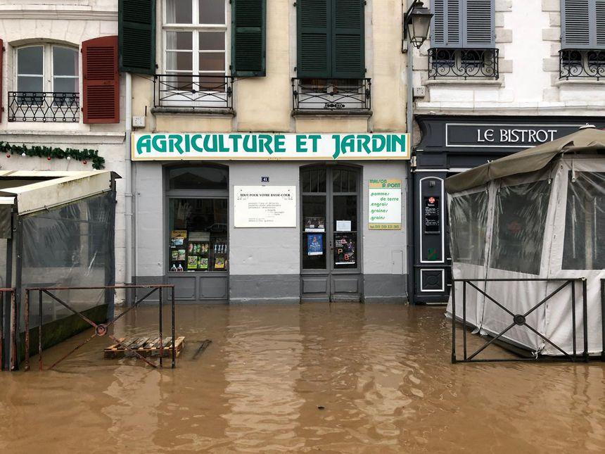 L'eau partout près de la Nive à Bayonne