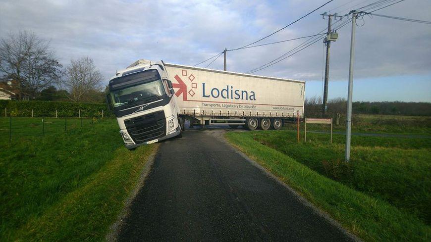 La route empruntée par le routier n'était pas adaptée au gabarit du véhicule !