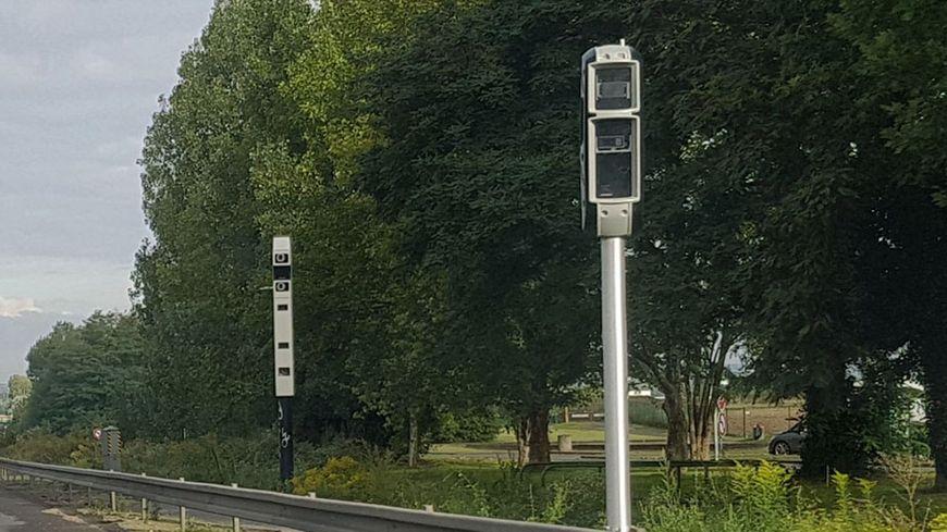 Ce radar tourelle se trouve sur la nationale 12, au niveau de la commune de Pré-en-Pail dans le nord du département.