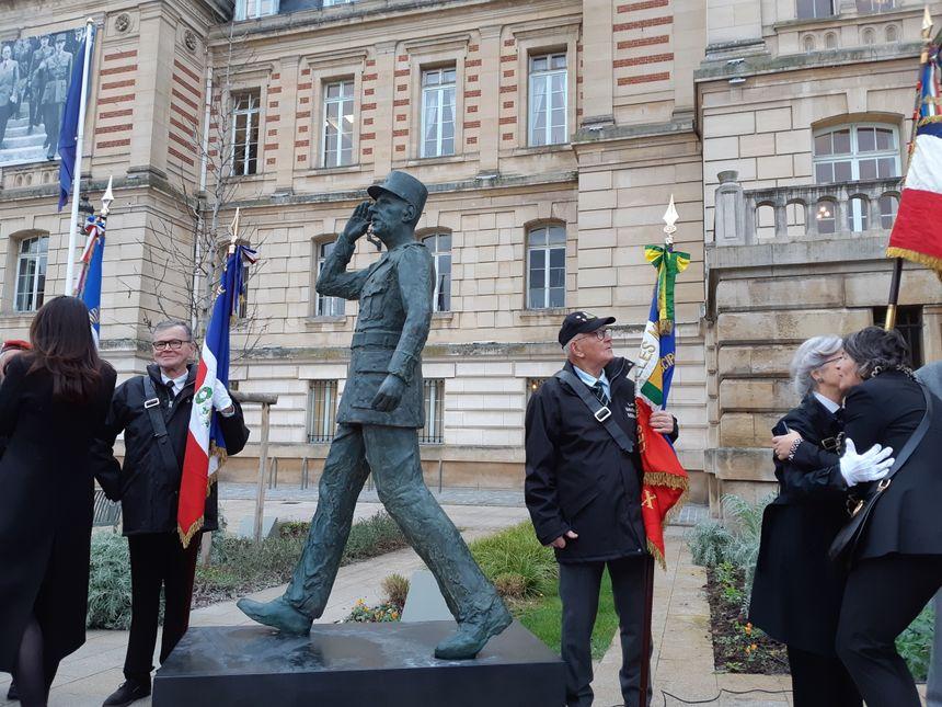 La statue a retrouvé sa place au pied de l'escalier foulé par Charles de Gaulle le 8 octobre 1944, lors de sa visite à Évreux