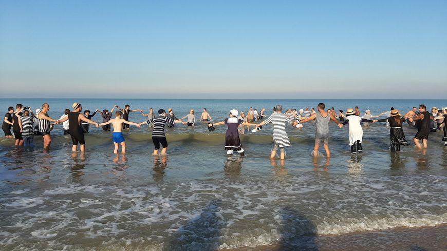 Un dernier bain en 2019 pour une petite centaine de courageux costumés