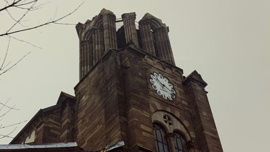 Le 26 décembre 1999, les rafales de la tempête Lothar arrachent la flèche de l'église de Bavilliers