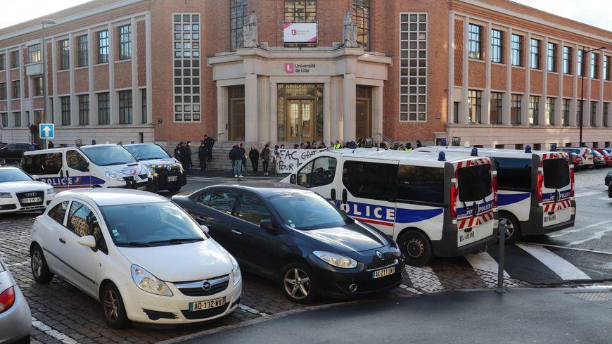 L'université de Lille est composée de 24 facultés, écoles, instituts. Ce mardi, quatre ont pris la décision de reporter les examens.