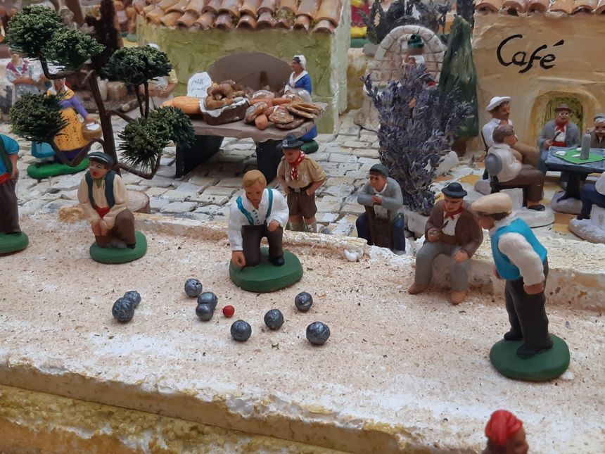 """""""Scène typique"""" d'un village provençal"""