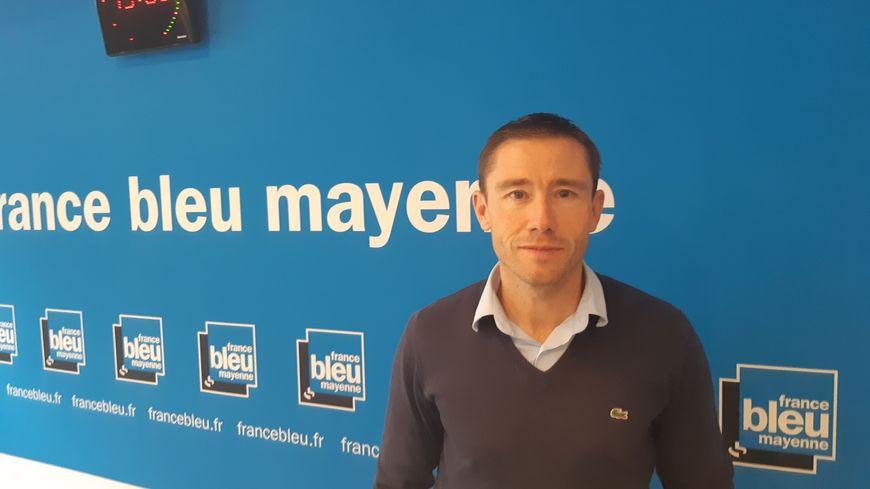Florent Gautreau dans les studios de France Bleu Mayenne le 19 décembre 2019