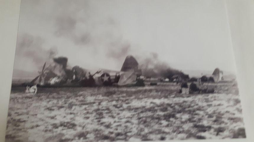 Un avion américain mitraillé à Frescaty en décembre 1944