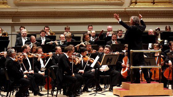 Franz Welser-Most à la direction de l'orchestre philharmonique de Vienne en 2013 au Carnegie Hall (New York)