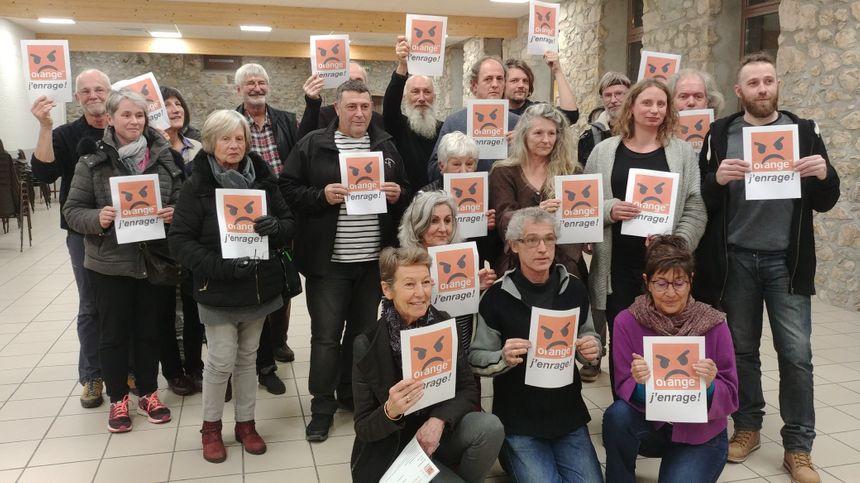 """Les habitants présents à la première réunion du collectif """"Orange j'enrage""""."""