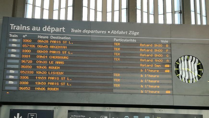 Certains voyageurs ont passé plusieurs heures en gare de Caen à cause des retards.