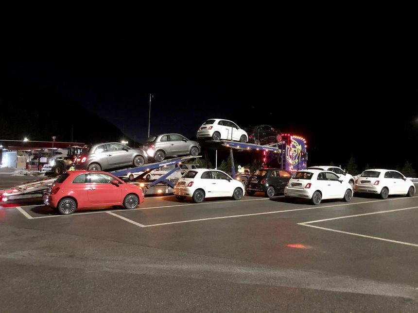 La drogue était cachée dans plusieurs voitures neuves - Aucun(e)