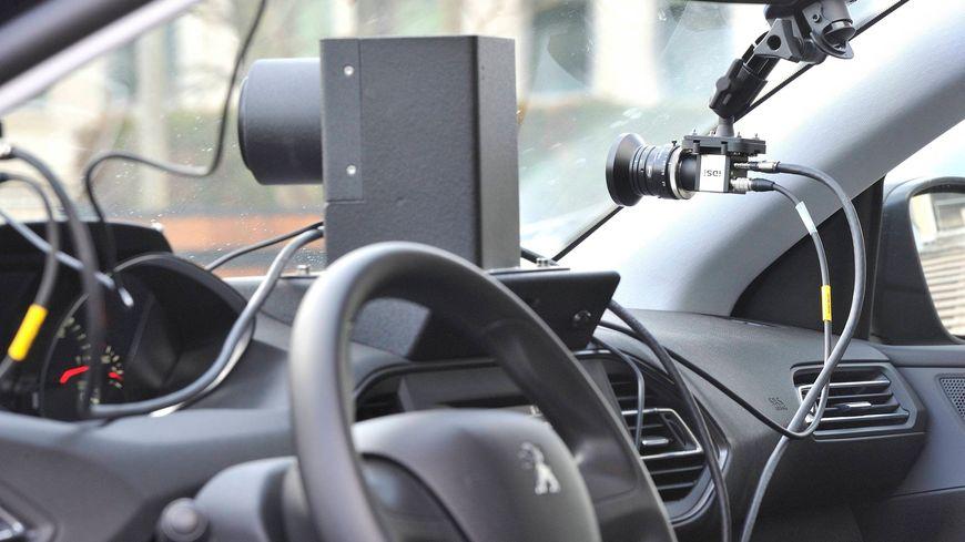 Une voiture-radar privée qui circule en Normandie, région test de ce dispositif.