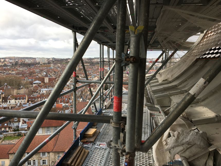 Les 60 mètres d'échafaudages du clocher de la cathédrale Saint-Jean de Besançon