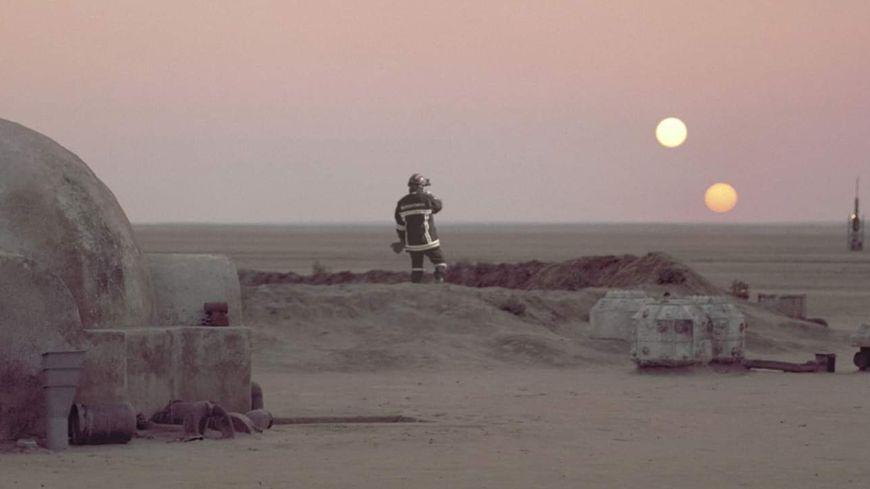 Un pompier de la Vienne incrusté dans le décor de Tatooine, planète où a grandi Anakin Skywalker.
