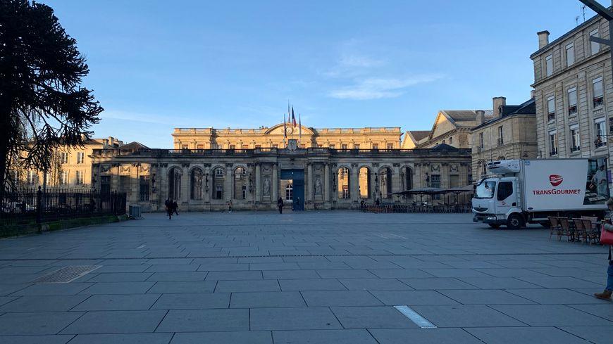 La Mairie de Bordeaux en Gironde située sur la place Pey-Berland. Décembre 2018.