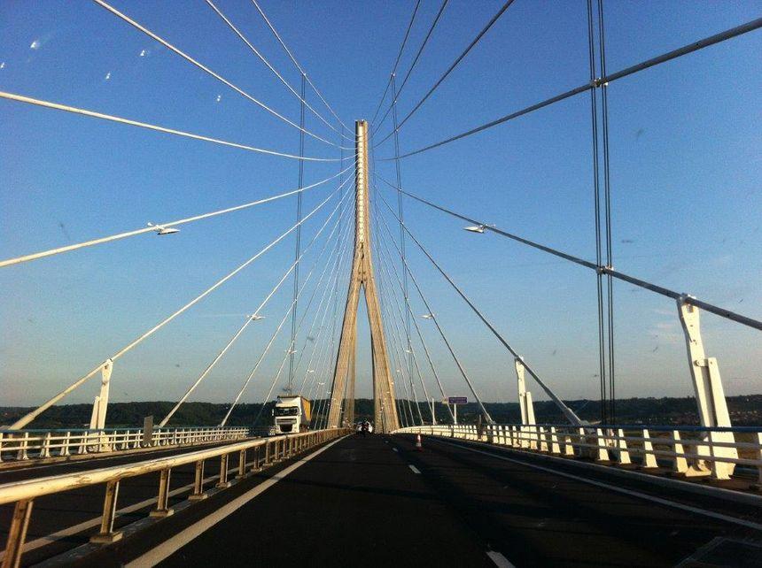 Le pont de Normandie, sur la Seine, entre Le Havre et Honfleur (Calvados) en octobre 2017.