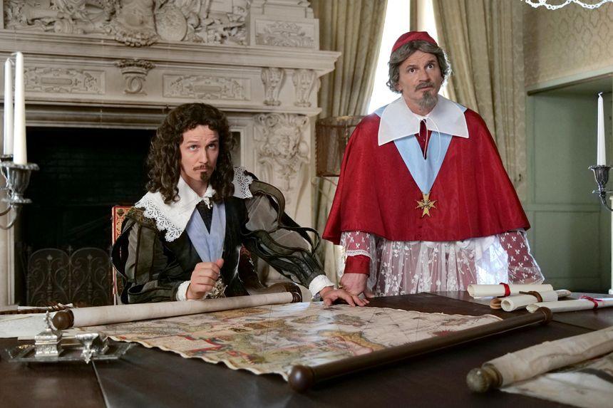 LA GUERRE DES TRÔNES - SAISON 3 - Louis XIIIe adulte (Vincent Desprat), CARDINAL DE RICHELIEU (Nicolas BEAUCAIRE)