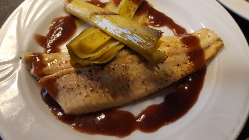 omble chevalier sauce beaujolaise