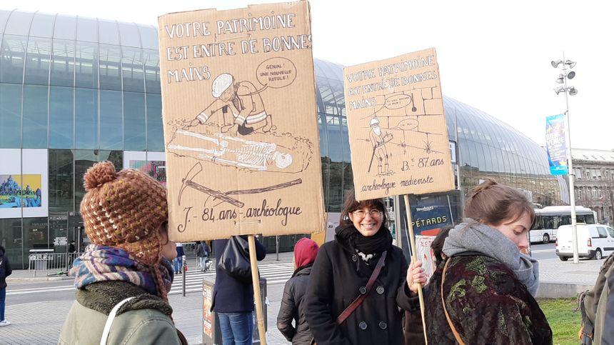 Même des archéologues ont rejoint les cheminots pour protester contre la réforme des retraites