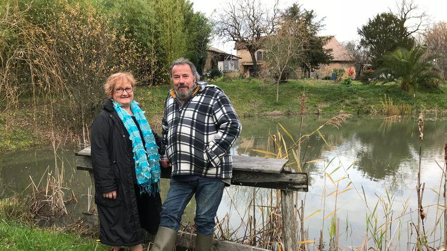 Annie et Michel Pécheras sont prêts à défendre jusqu'au bout le coin de bonheur. L'affaire leur a déjà coûté près de 15 000 euros.