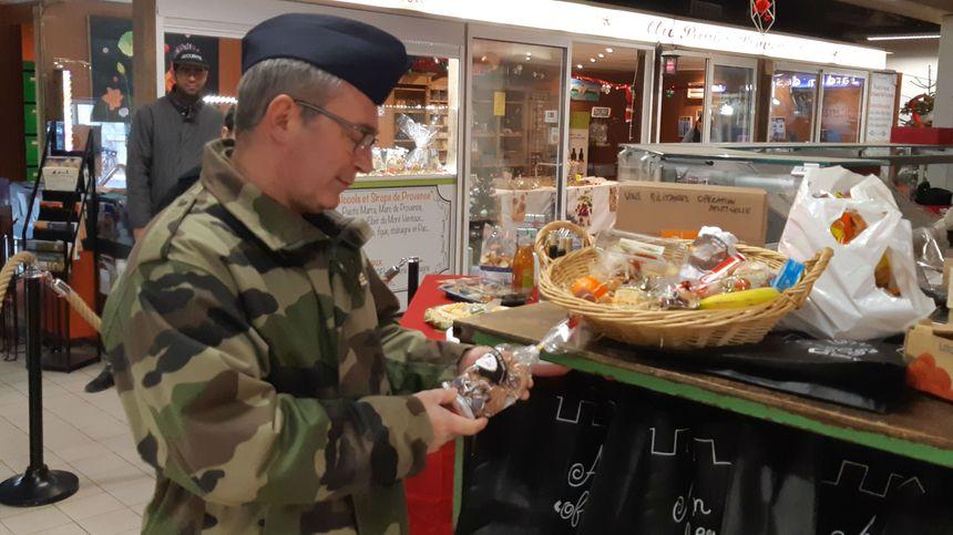 Un panier gourmand pour les militaires de Sentinelle engagés à Avignon.
