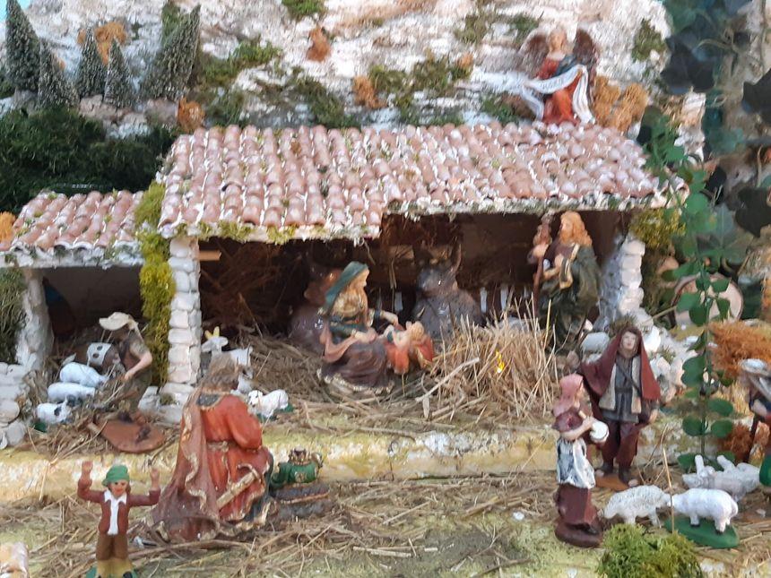 Le petit Jésus dans la crèche