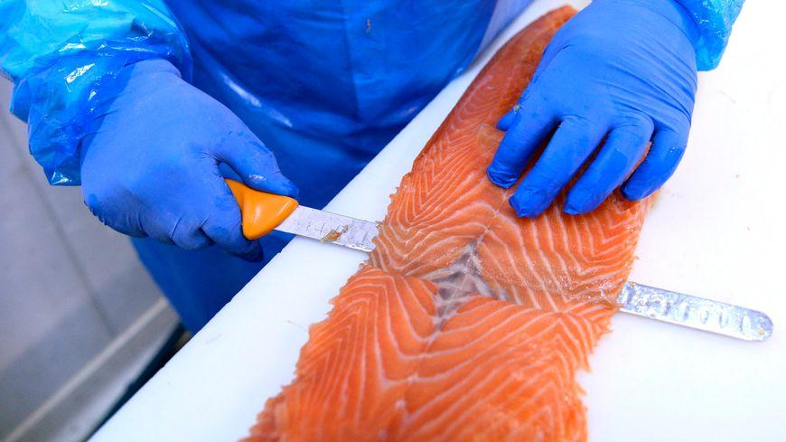 Les Français ont consommé 33 000 tonnes de saumon fumé en 2018. Ce sont les deuxièmes plus gros consommateurs en Europe derrière l'Allemagne