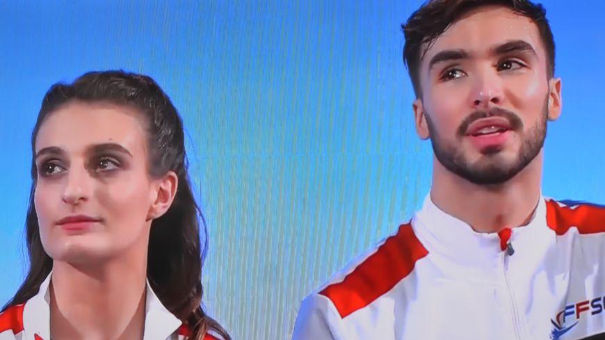 Gabriella Papadakis et Guillaume Cizeron au moment de découvrir leurs notes samedi.
