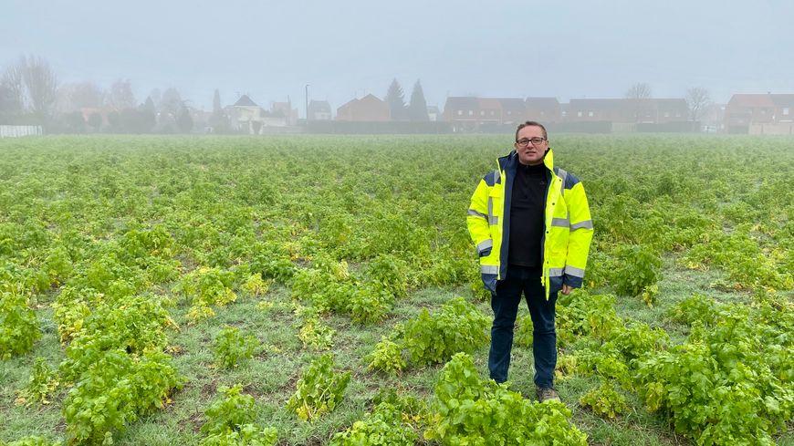 Stéphane Bleuzé est agriculteur à Houplin-Ancoisne, au sud de Lille. La mise en place des ZNT va lui couter 15 à 20% de son chiffre d'affaire.