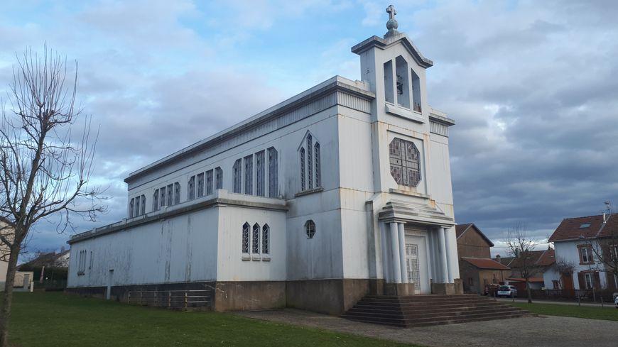 L'église de fer de Crusnes en 2020.