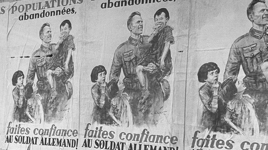 des affiches de propagande enjoignent à faire confiance à l'occupant