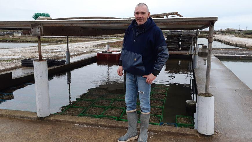 Laurent Castel ne peut plus vendre ses huîtres depuis le vendredi 24 janvier dernier à cause d'un risque de contamination au norovirus.