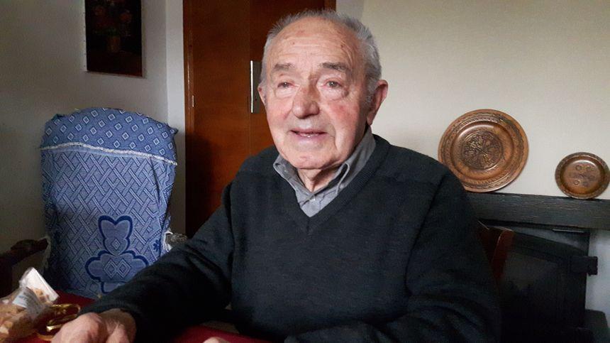 il nous parle de Vénéjan à l'époque que se passait il avec Jean Ladet l'un des doyens du village
