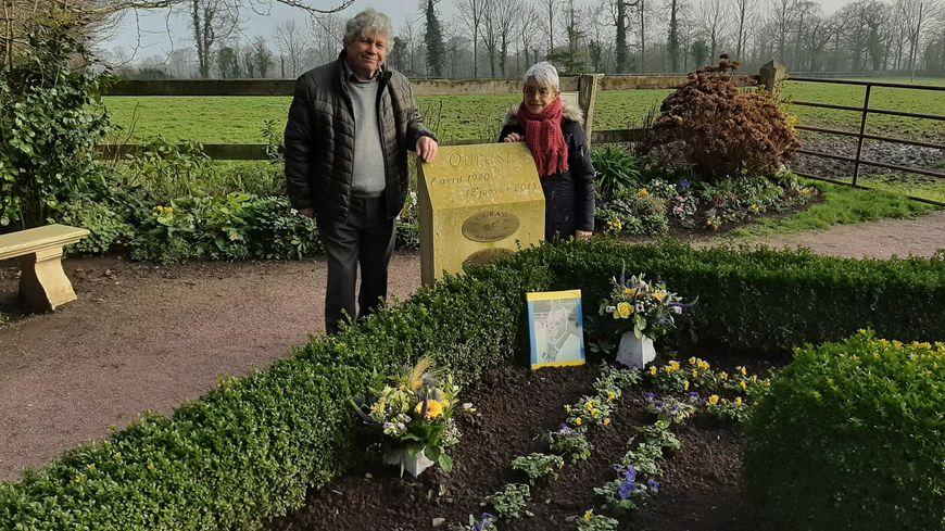 Gérard Fortier et Annie Jumel se rendent très régulièrement sur la tombe d'Ourasi, l'unique vainqueur de quatre Prix d'Amérique