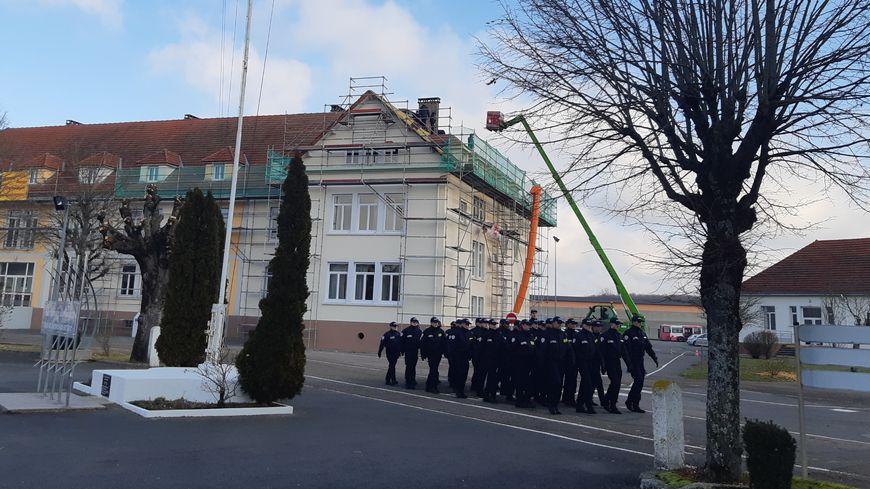 Les élèves gardiens de la paix défilent à l'école de police de Montbéliard
