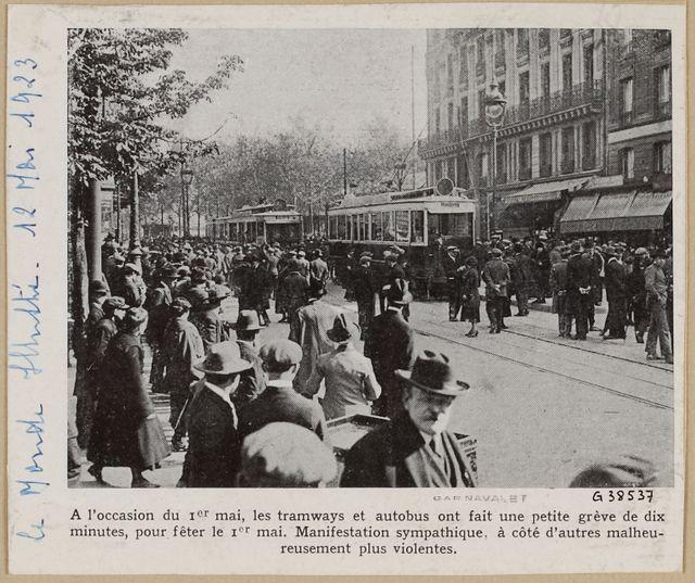 Grève des tramways et autobus, 1er mai 1923, photo parue dans Le Monde illustré