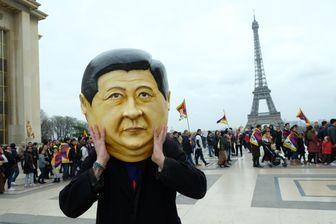 Masque à l'effigie de Xi Jinping, lors d'une manifestation de Tibétains à Paris le 24 mars 2019.