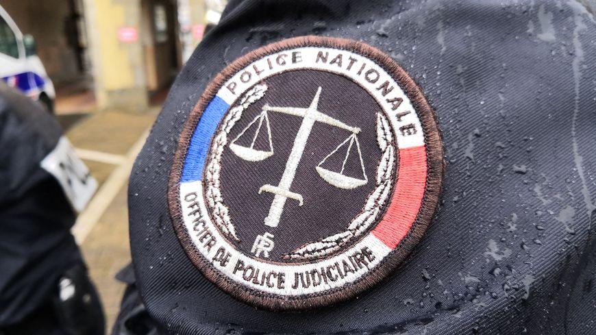 Écusson de la police nationale, d'un officier de police judiciaire (illustration)