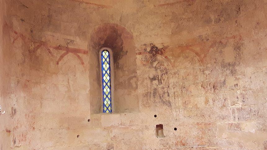 peintures murales sur les murs de la chapelle datant du milieu du 14ème siècle