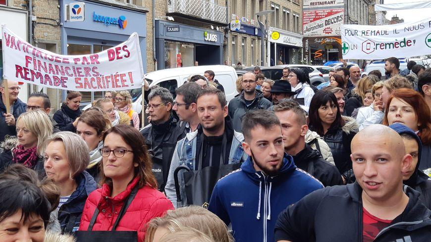 Sur les 328 salariés ici dans les rues d'Avranches le 26 septembre, seuls 117 conserveront leur emploi.